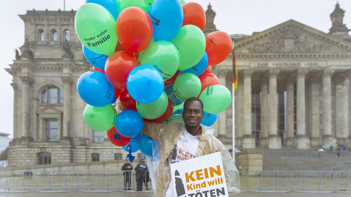 Innocent Opwonya Kein Kind will töten Kindersoldat Petition Berlin