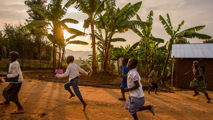 Spielende Kinder in Ruanda