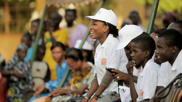 Kind Frau World Vision Mali