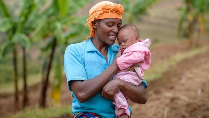 Mutter mit Baby in Ruanda